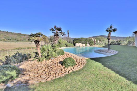 Villa de plain-pied à vendre à La Croix-Valmer avec vue dégagée proche du centre
