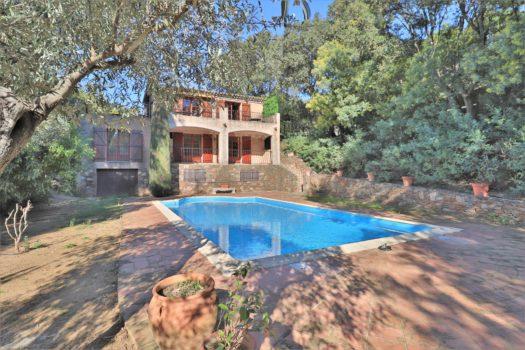 Provençal villa for sale in Gigaro area