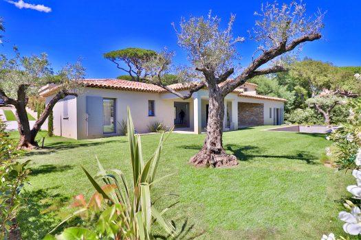 Nieuwe villa op loopafstand van het strand Beauvallon