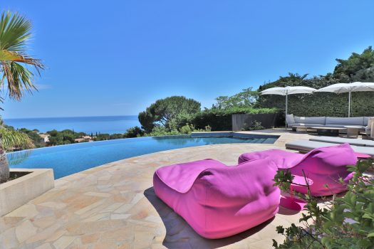 Sea view renovated villa for sale in Domaine de la Nartelle