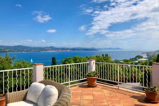 Villa met panoramisch zeezicht in Sinopolis