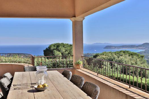 Villa vue mer à vendre à pied du village de La Croix-Valmer