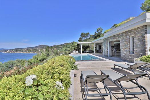 Luxueuse villa avec vue mer panoramique sur le golfe de Saint-Tropez