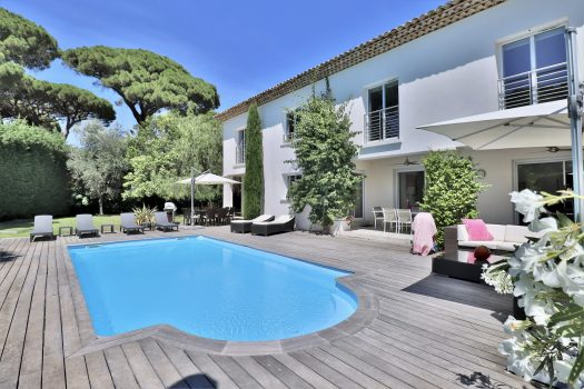 Villa for sale in Saint-Tropez walking distance to the center
