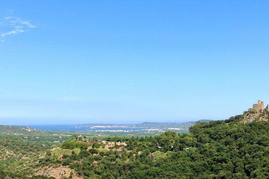 Eigendom met panoramisch zeezicht te koop in Grimaud