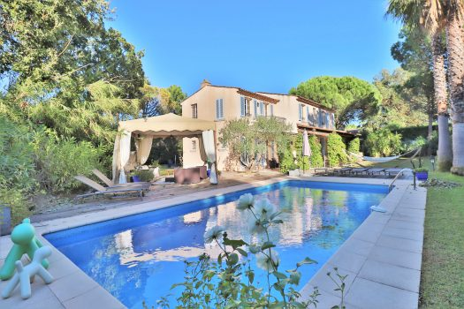 Villa for sale in Saint-Tropez in a gated domain