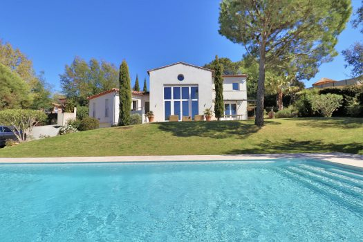 Modern villa with panoramic view over the hills for sale in Gassin