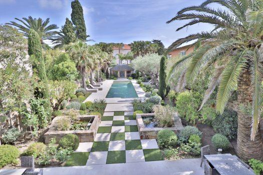 Propriété vue mer avec piscine proche des plages et du centre-ville à Saint-Tropez