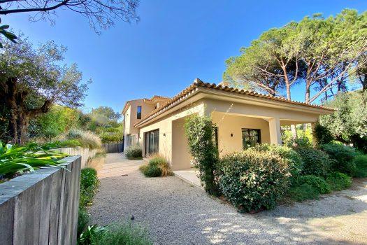 Nieuwe moderne villa te koop in Saint-Tropez