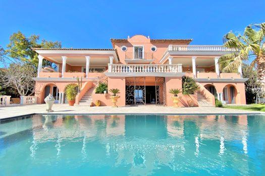 Villa vue mer panoramique à vendre au Domaine du Golf de Sainte-Maxime