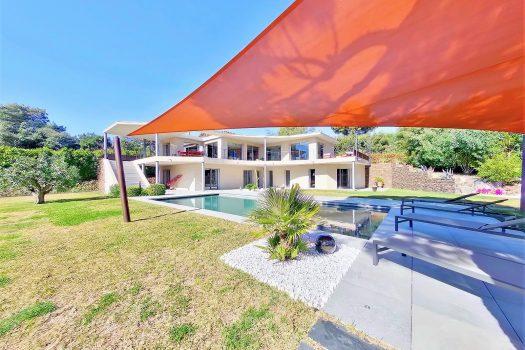 Villa vue mer à vendre à pied des plages de Beauvallon