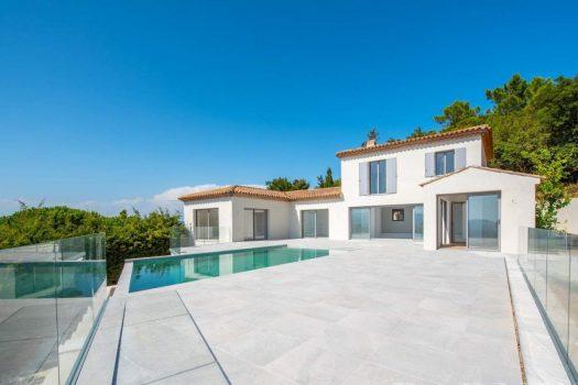 Villa rénovée vue mer panoramique à vendre entre le Village de La Croix-Valmer et les plages de Gigaro