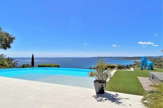 Villa rénovée vue mer panoramique à vendre à Sainte-Maxime