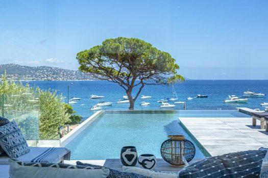 Villa contemporaine vue mer panoramique à vendre face aux plages de la Nartelle