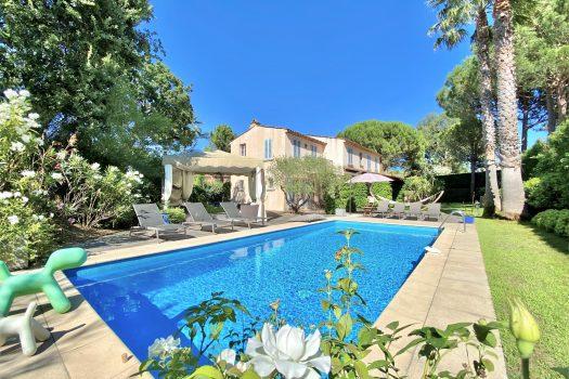 Villa à vendre dans un domaine sécurisé à Saint-Tropez