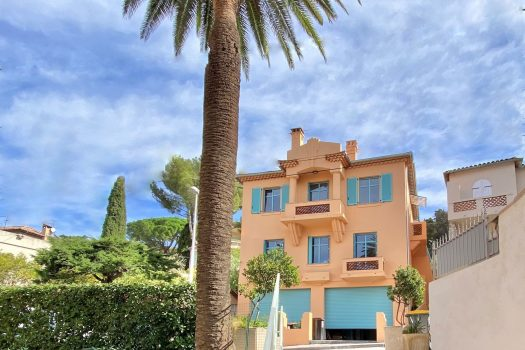 Renovated sea view top floor apartment for sale