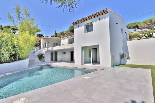 Villa rénovée vue mer à vendre à Sainte-Maxime au Sémaphore